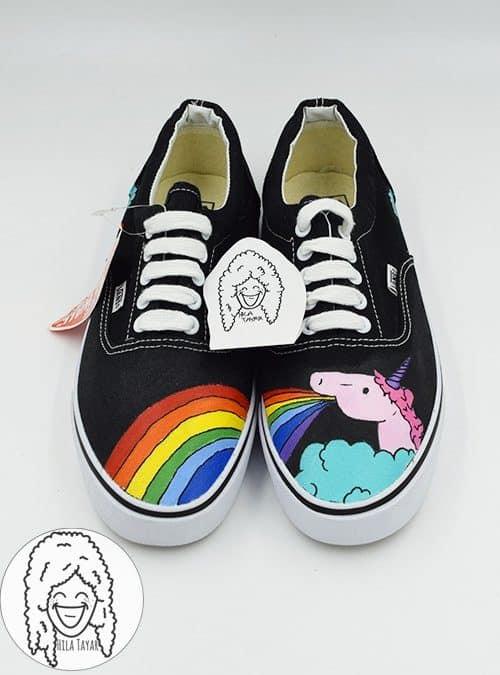 נעליים בעיצוב חד קרן